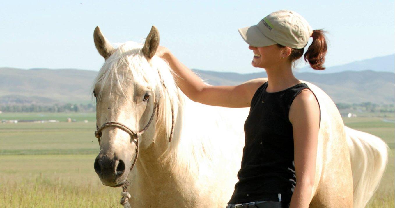 Caroline Lebrun pratique l'équitation éthologique dans le Hainaut